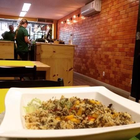 Green Salad é um restaurante pronto para saciar sua fome com comida saudável.