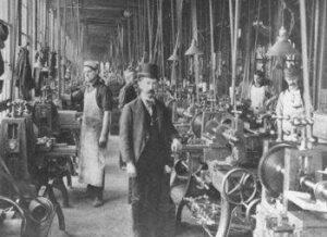A primeira revolução teve como foco na energia mecânica